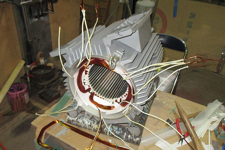 巻線形ステーター修理巻き替え中